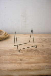WIRE EASEL WITH RAW METAL FINISH